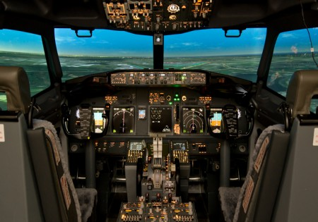 SIMULATORI DI VOLO BOEING 737-800, AIRBUS A320/321 E MOLTO DI PIU'<br>AL CONFINE TRA DIVERTIMENTO E FORMAZIONE