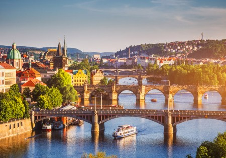 PRAGUE, THE PERFECT PLACE TO ORGANIZE EVENTS AND CONGRESSES  THAT! GUIDES YOU TO THE CITY OF ONE HUNDRED SPIRES
